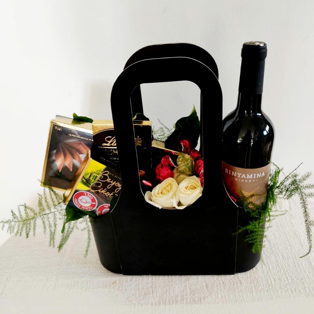 מארז יין ומתוקים