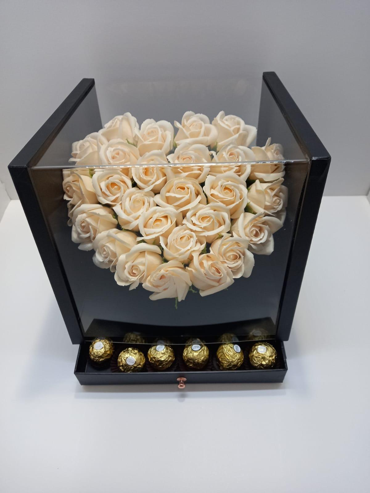 סידור ורדים בקופסא מהודרת