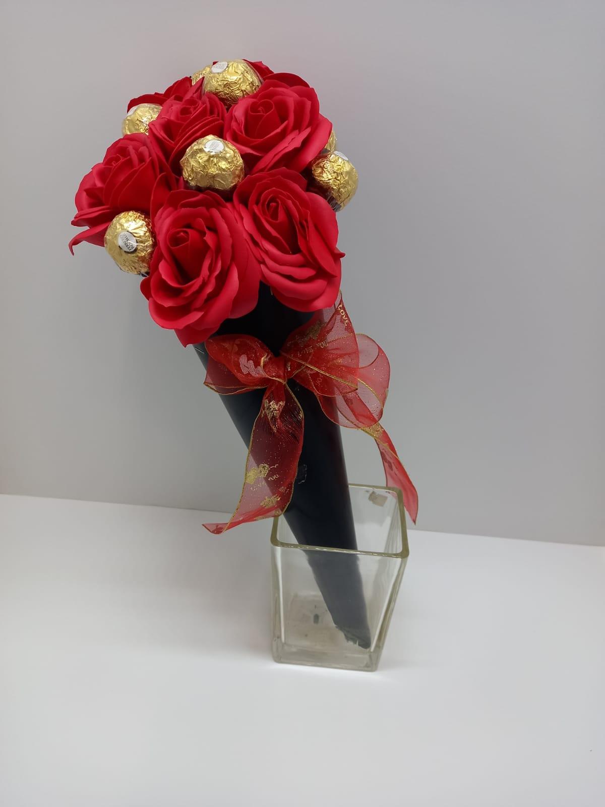 קונוס ורדים ושוקולד